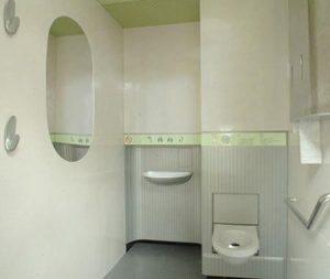 inodoros y urinario blanco
